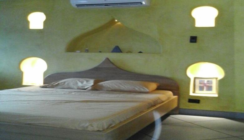 Tadelakt at home. Luxury lime plaster wall coat. Arabian stucco